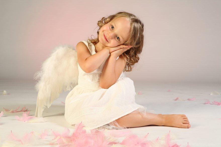 Картинка: Девочка, ангел, крылья, перья, улыбка
