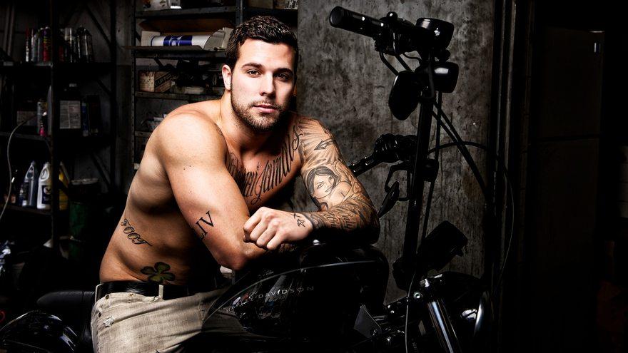Картинка: Мужчина, татуировки, байк, harley, davidson