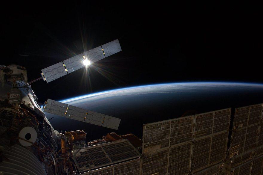 Картинка: ATV-5, грузовой корабль, космос, пространство, земля, солнце