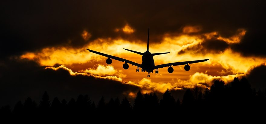 Картинка: Самолёт, небо, облака, летит, деревья, закат, вечер, силуэт