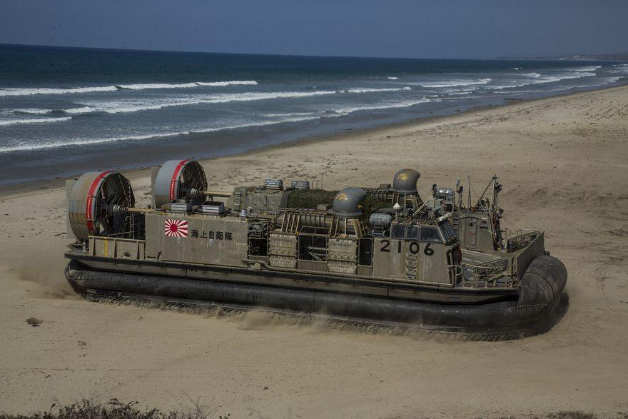 Картинка: Катер, судно, подушка, Судно на воздушной подушке, СВП, hovercraft, берег, море, высадка, суша