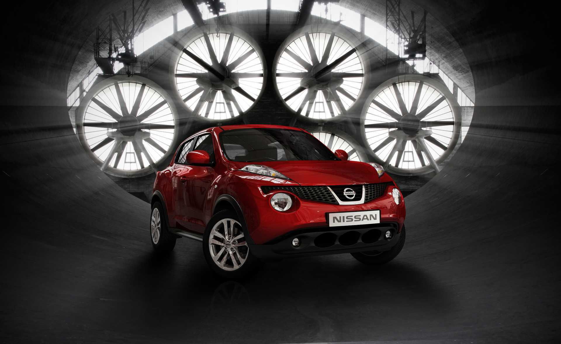 Image: Car, red, Nissan, Juke, wind tunnel, fans