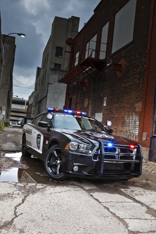 Картинка: Полицейская машина, переулок, здания, dodge, charger, pursuit