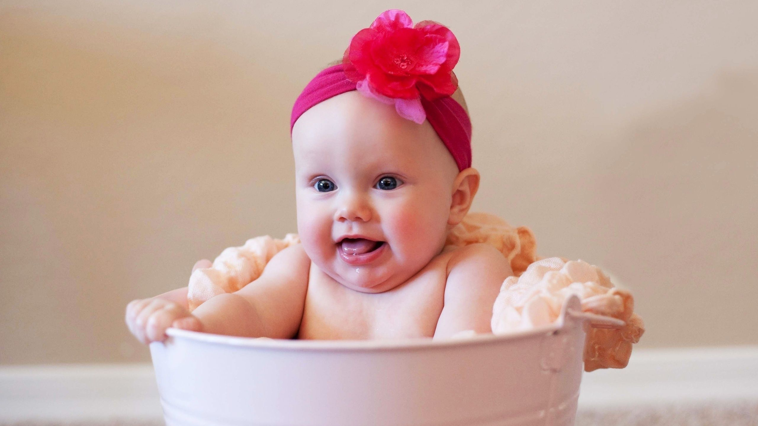 Картинка: Ребёнок, малыш, девочка, повязка, цветок, тазик