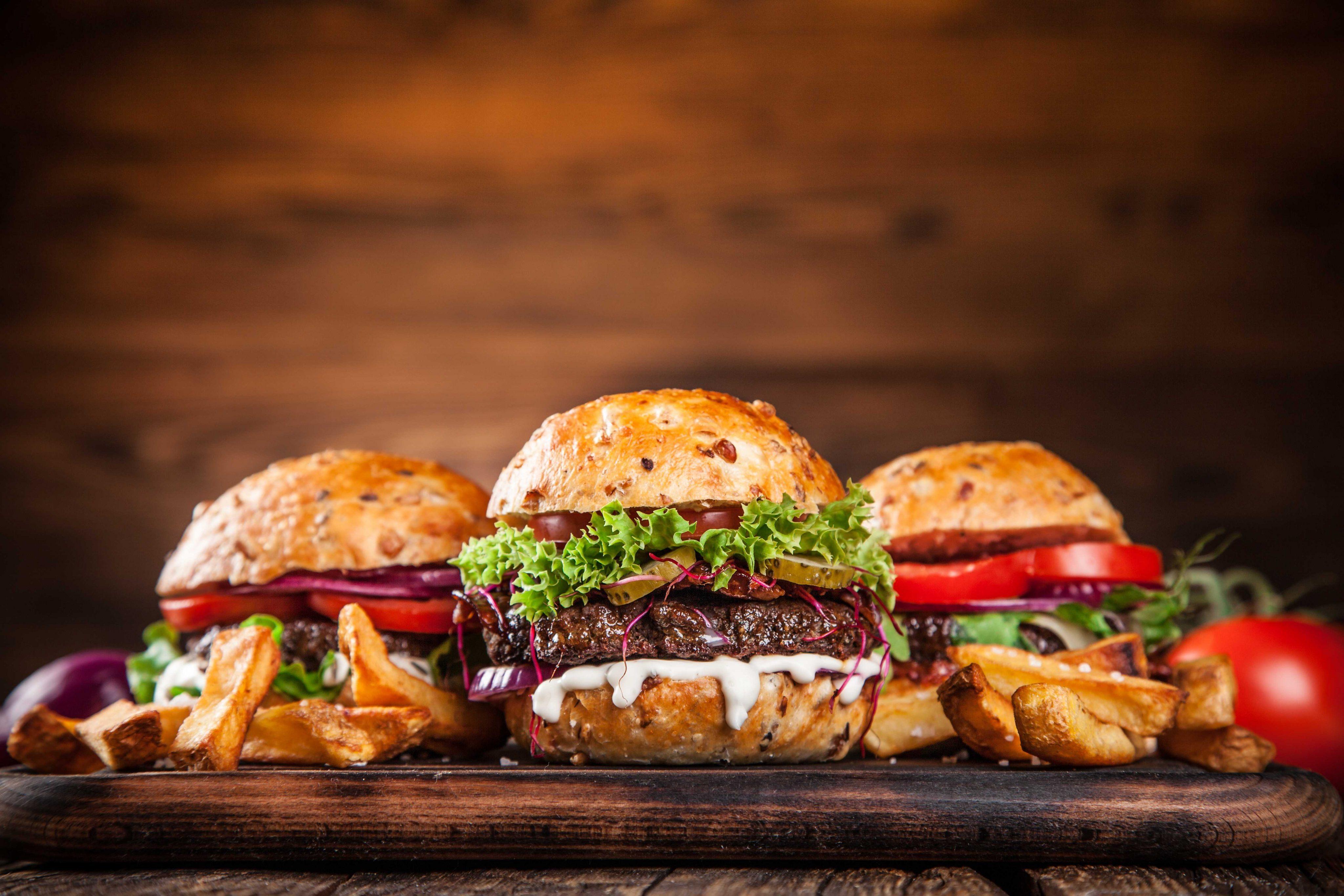 Картинка: Гамбургеры, бургеры, чизбургер, доска, бутерброды, еда, пища