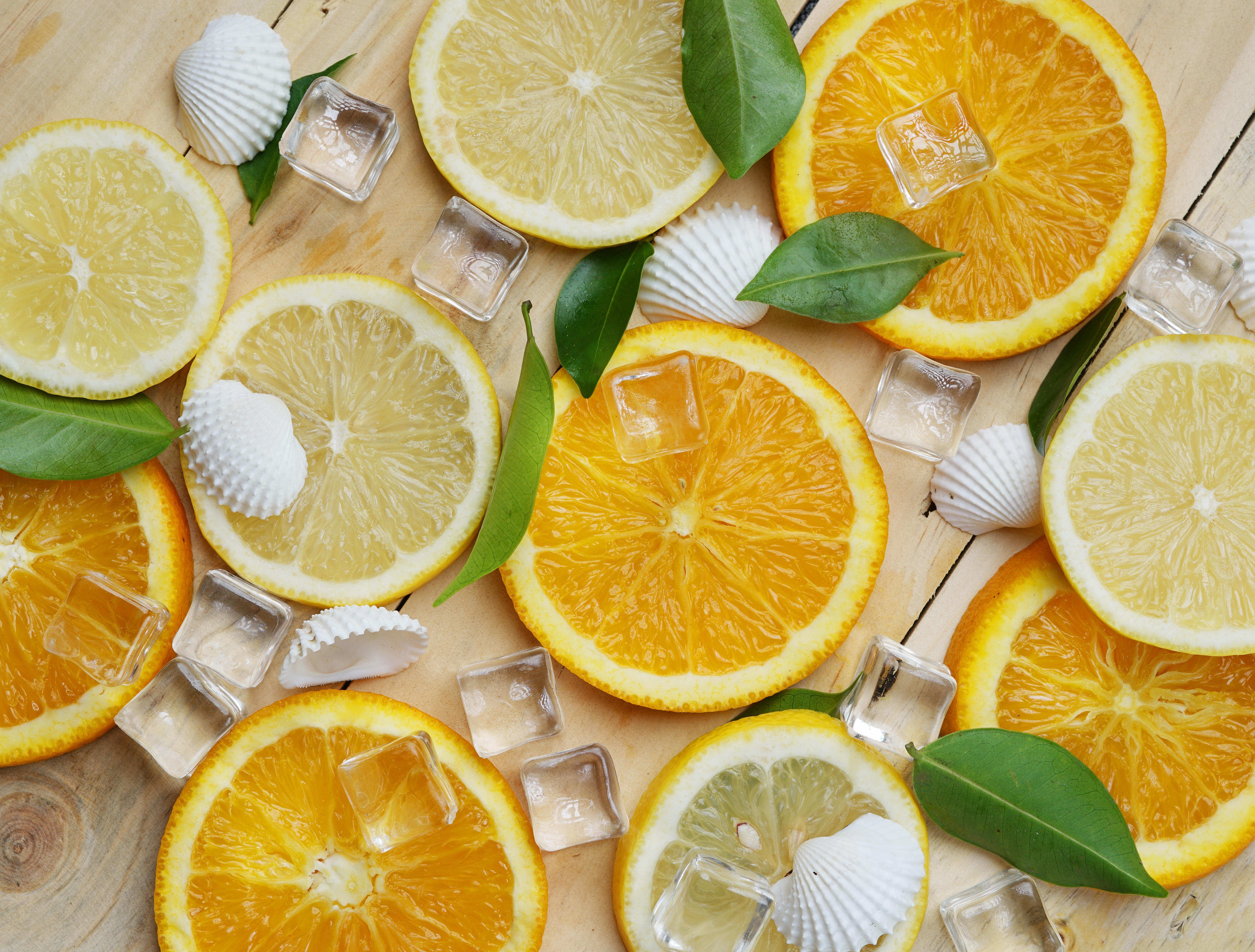 Картинка: Лимон, апельсин, дольки, лёд, ракушки