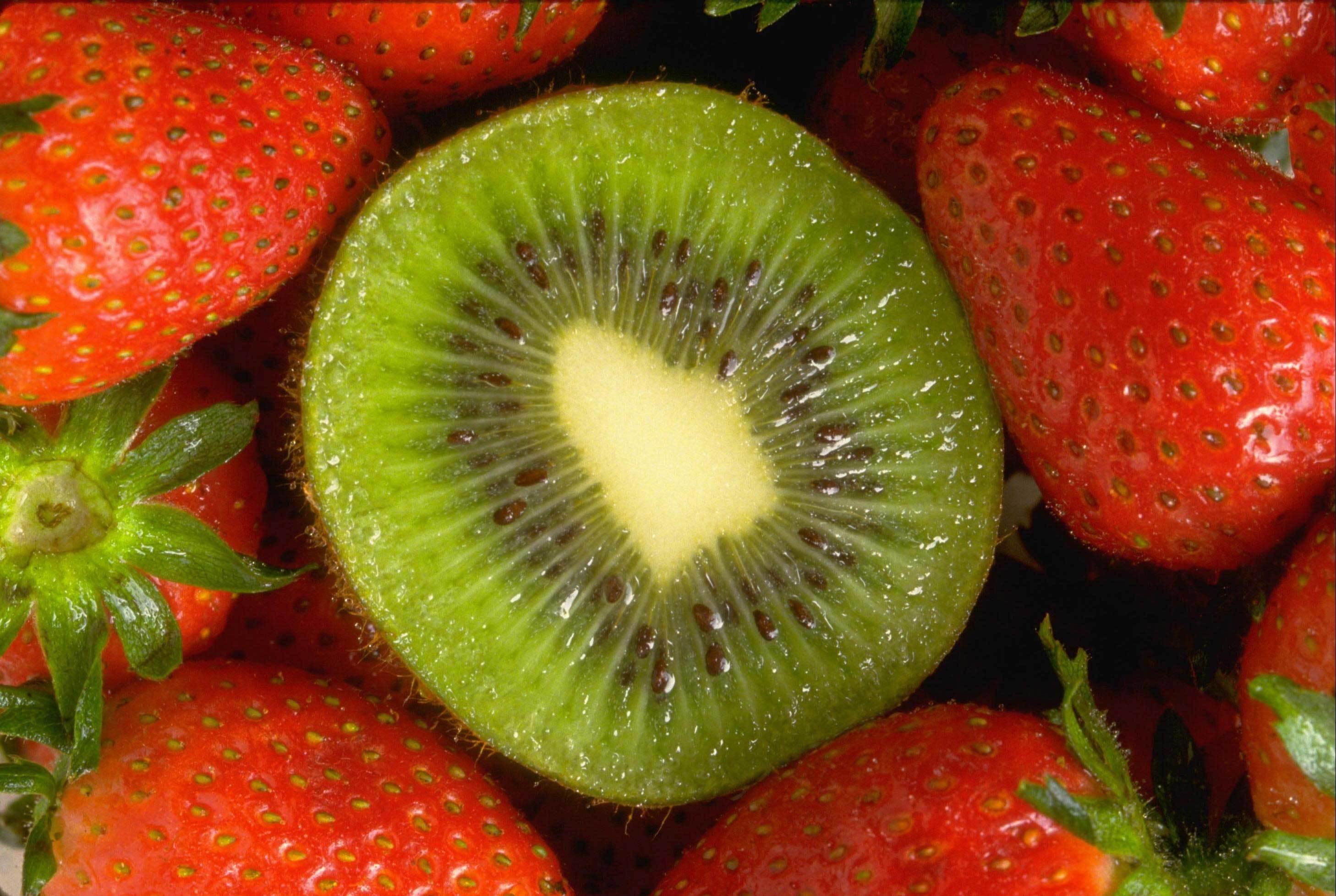 Картинка: Киви, клубника, садовая, виктория, фрукты, ягоды, лето, витамины