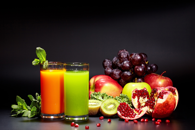 Картинка: Сок, напиток, фрукты, гранат, яблоки, киви, виноград, мята