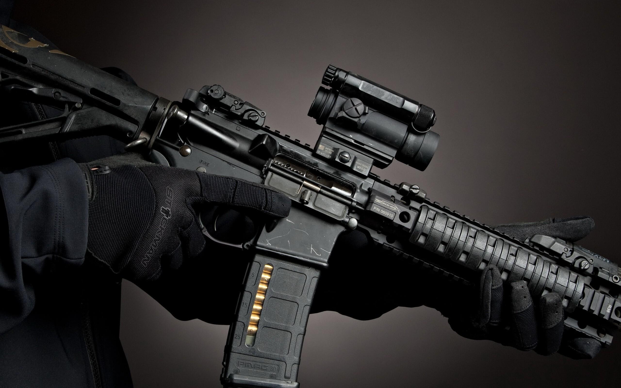 Картинка: Оружие, автомат, AR-15, руки, прицел, магазин, перчатки
