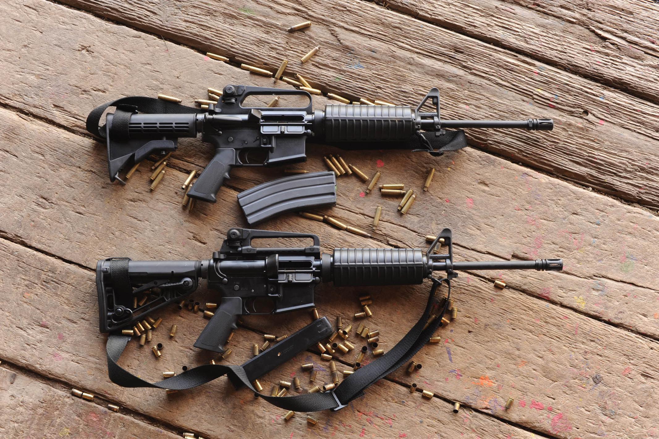 Картинка: Автоматы, M4, M4A1, патроны, гильзы, ремень, магазины, доски