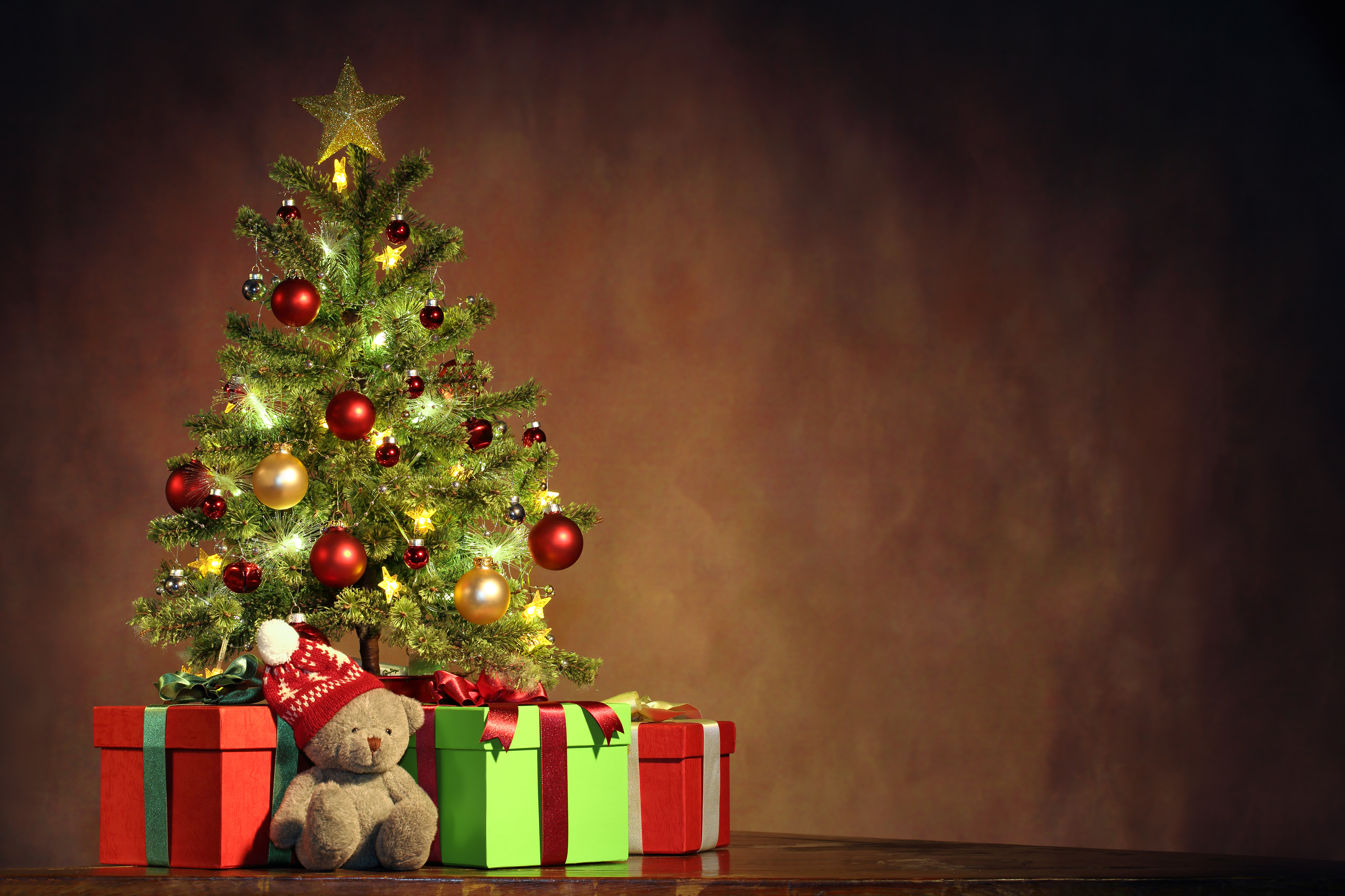 Image: Christmas, new year, gifts, Teddy bear, toy, tree, star, decoration, balloons, fancy