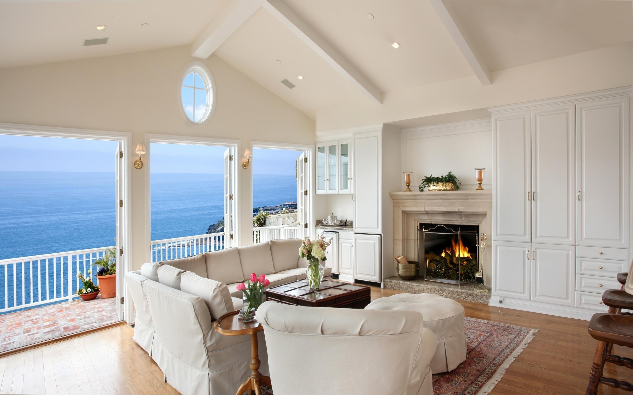 Картинка: Интерьер, дизайн, балкон, море, камин, комната, крыша