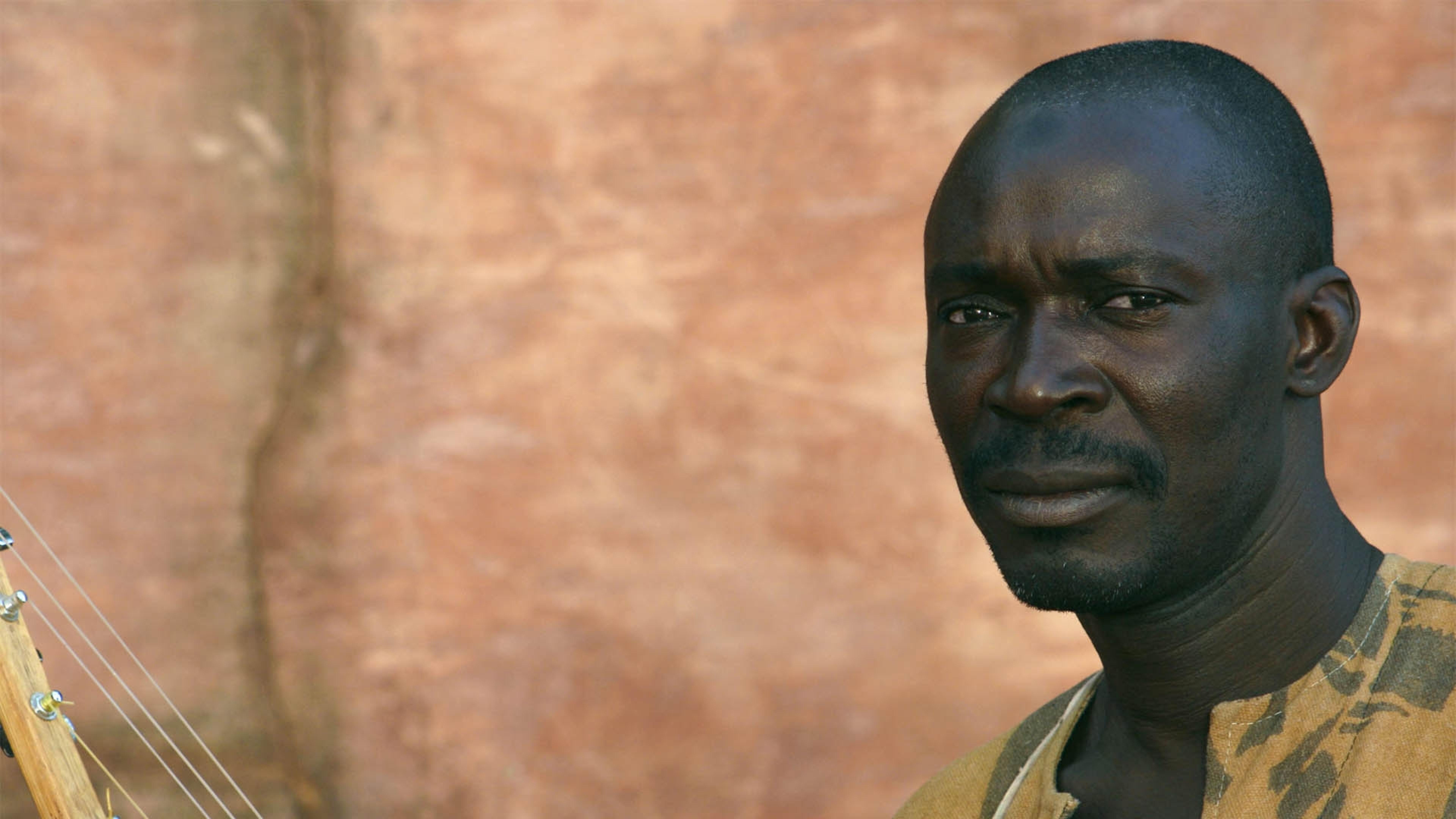 Картинка: Мужчина, африканец, Issa Bagayogo, взгляд, усы, инструмент