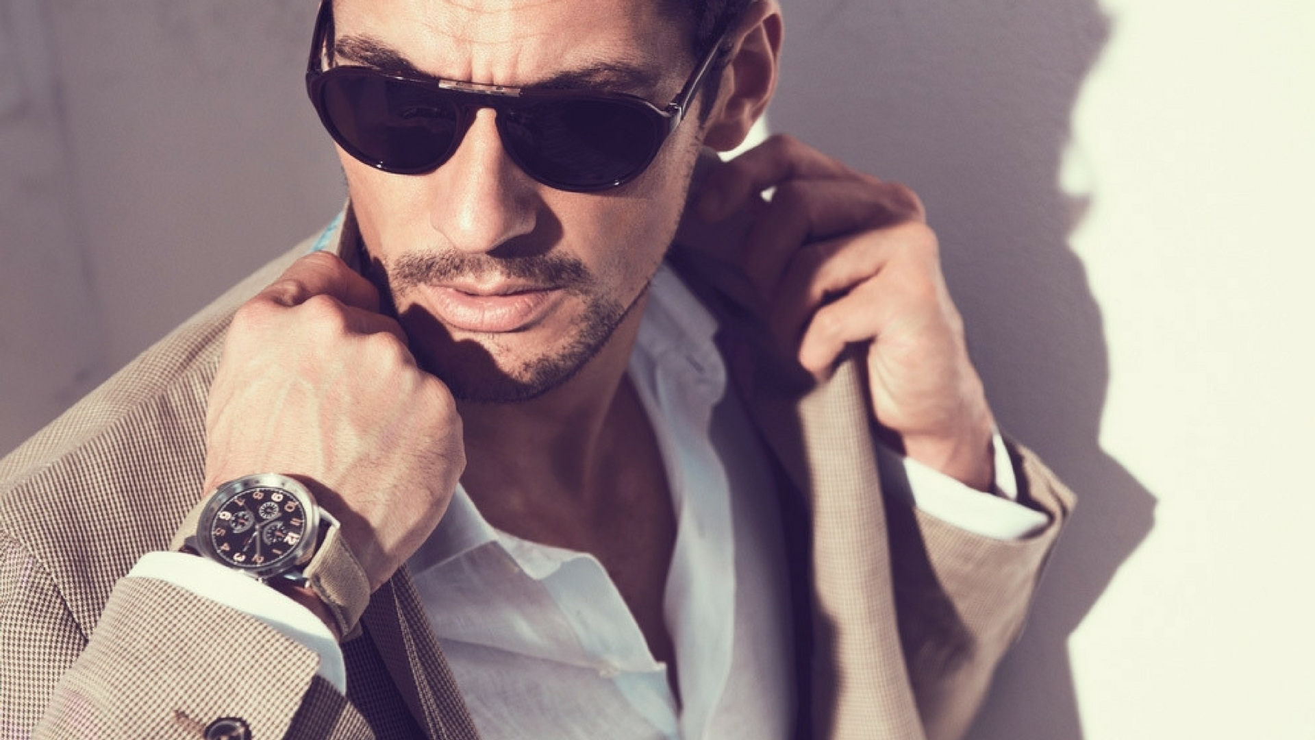 Картинка: Мужчина, очки, свет, наручные часы, пиджак