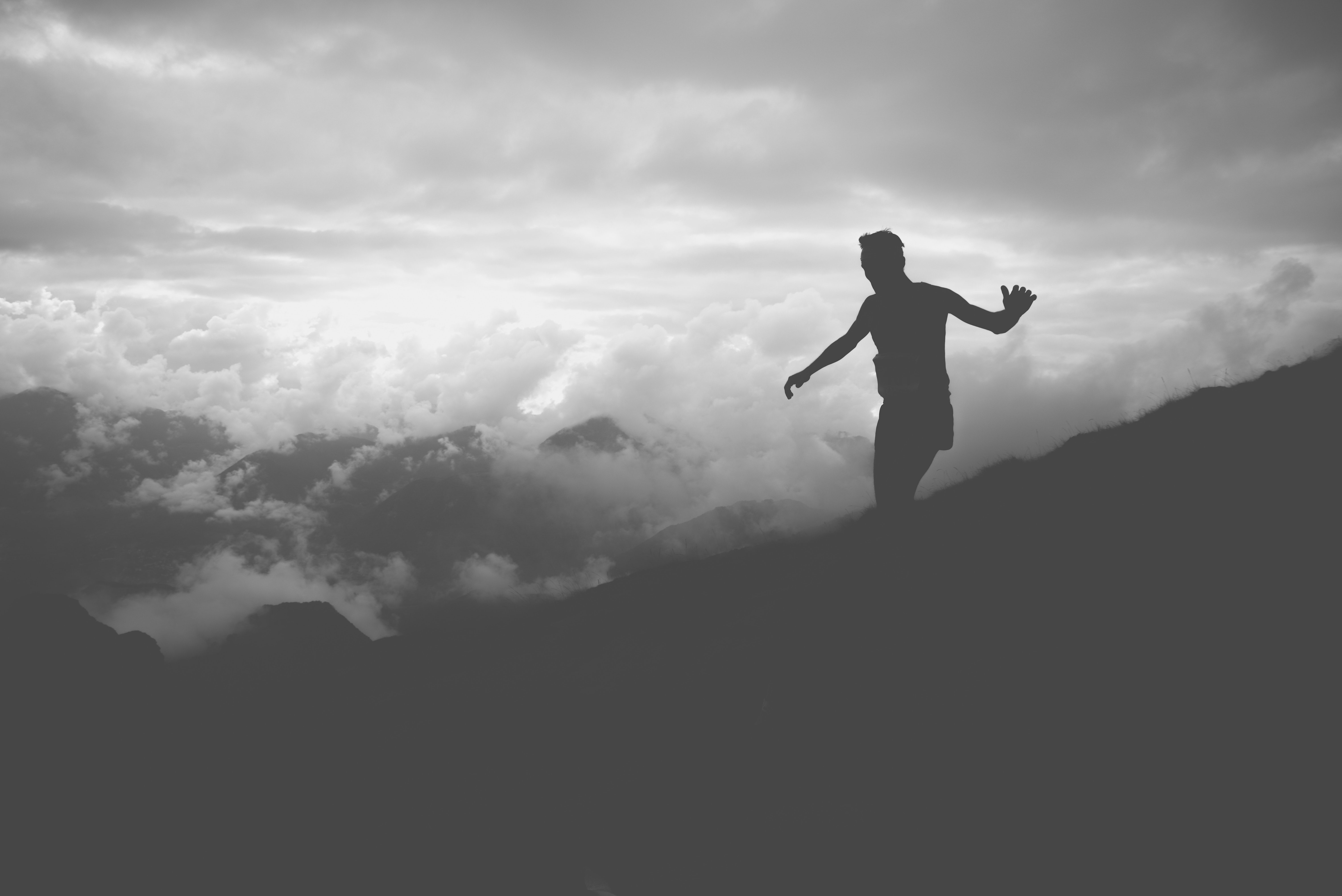 Картинка: Мужчина, силует, облака, гора, равновесие