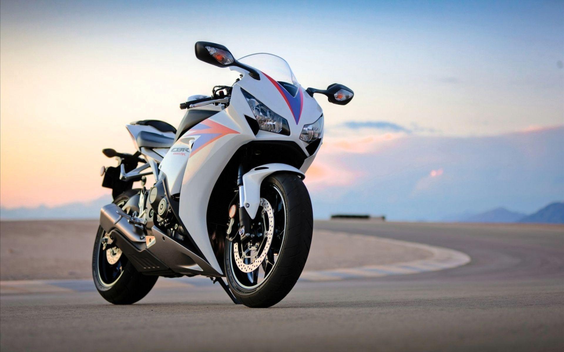 Картинка: Мотоцикл, байк, стоит, трасса, дорога, небо