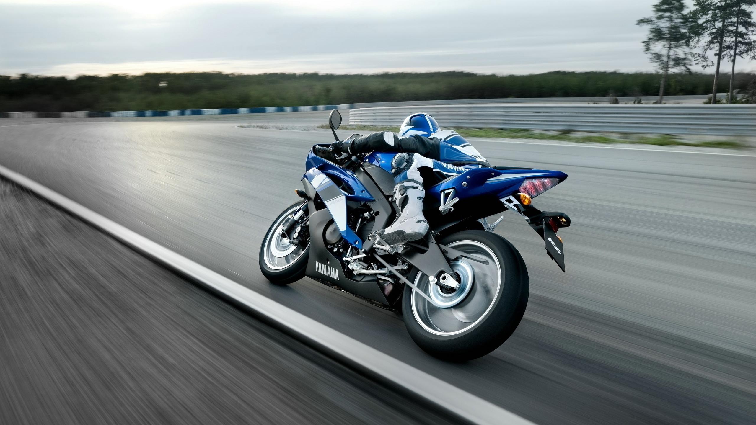 Image: Bike, Yamaha, speed, rotation, rider, blue, blur, track, racing track