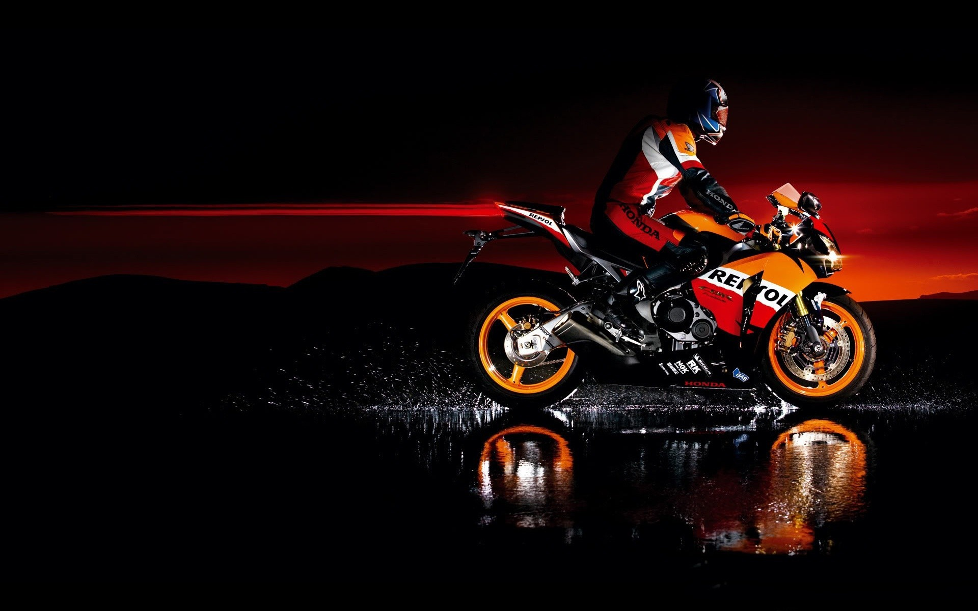 Картинка: Байкер, брызги, вода, закат, мотоцикл, байк, Honda, Repsol, свет