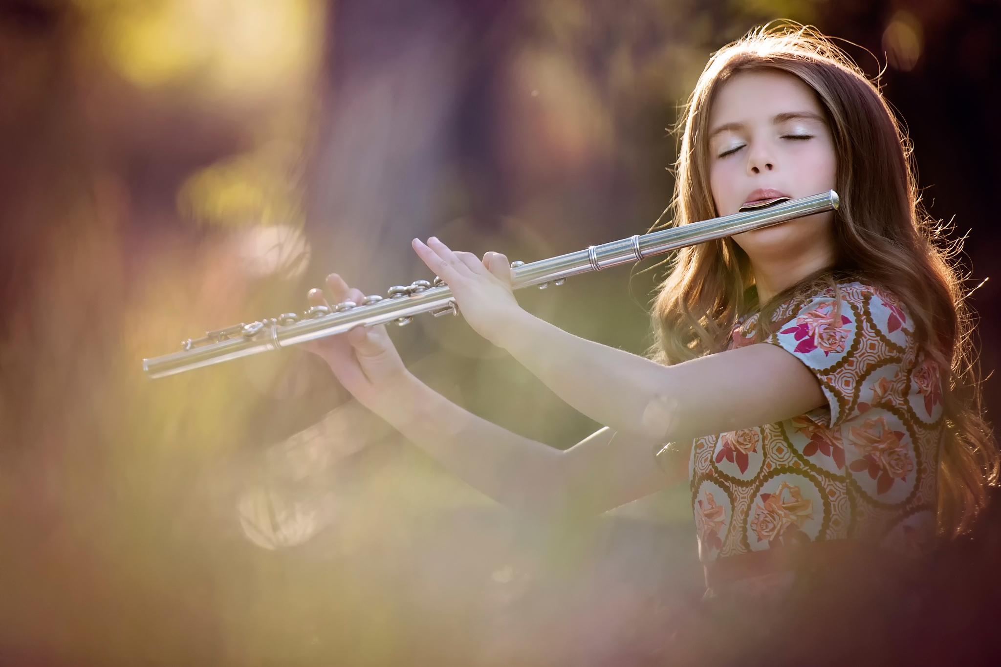 Картинка: Девочка, флейта, игра, мелодия