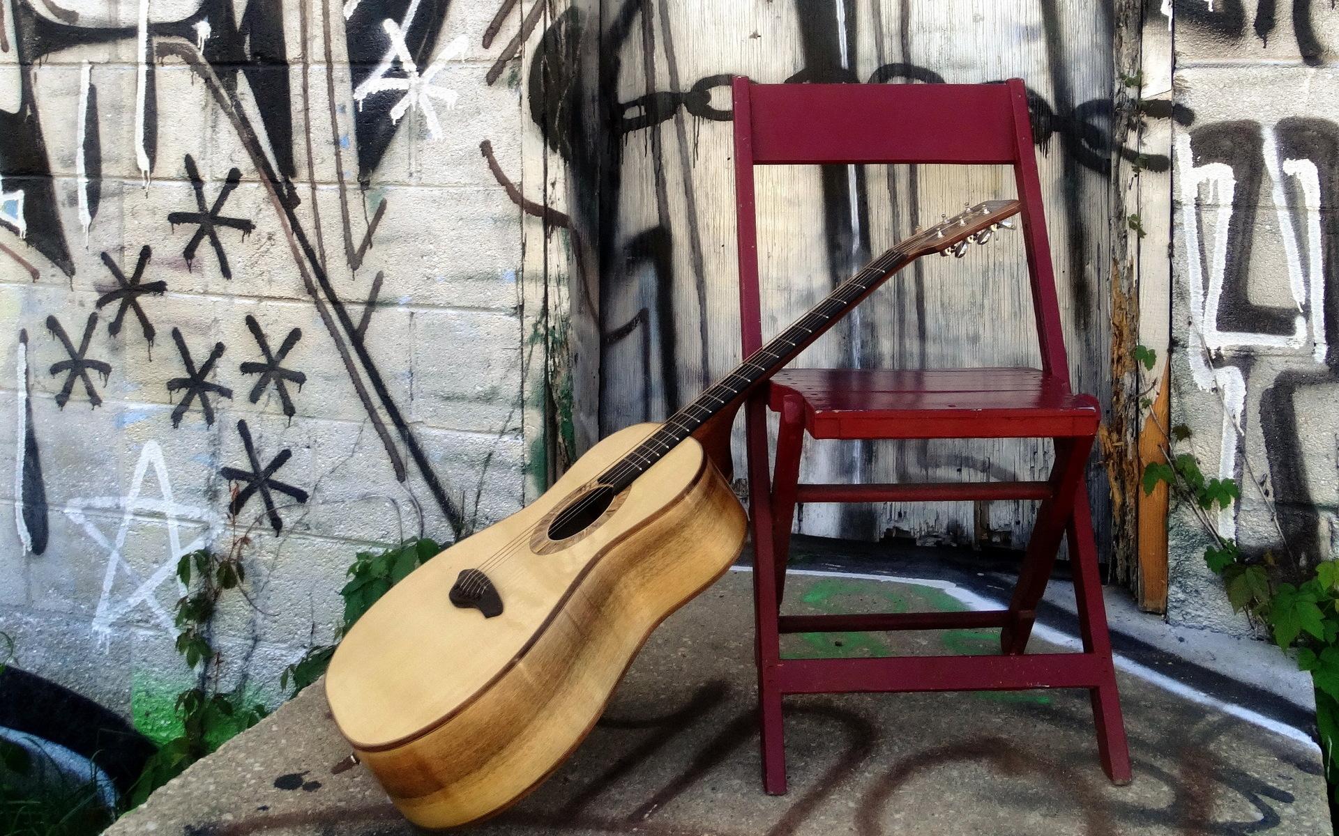 Image: Guitar, chair, drawing, graffiti