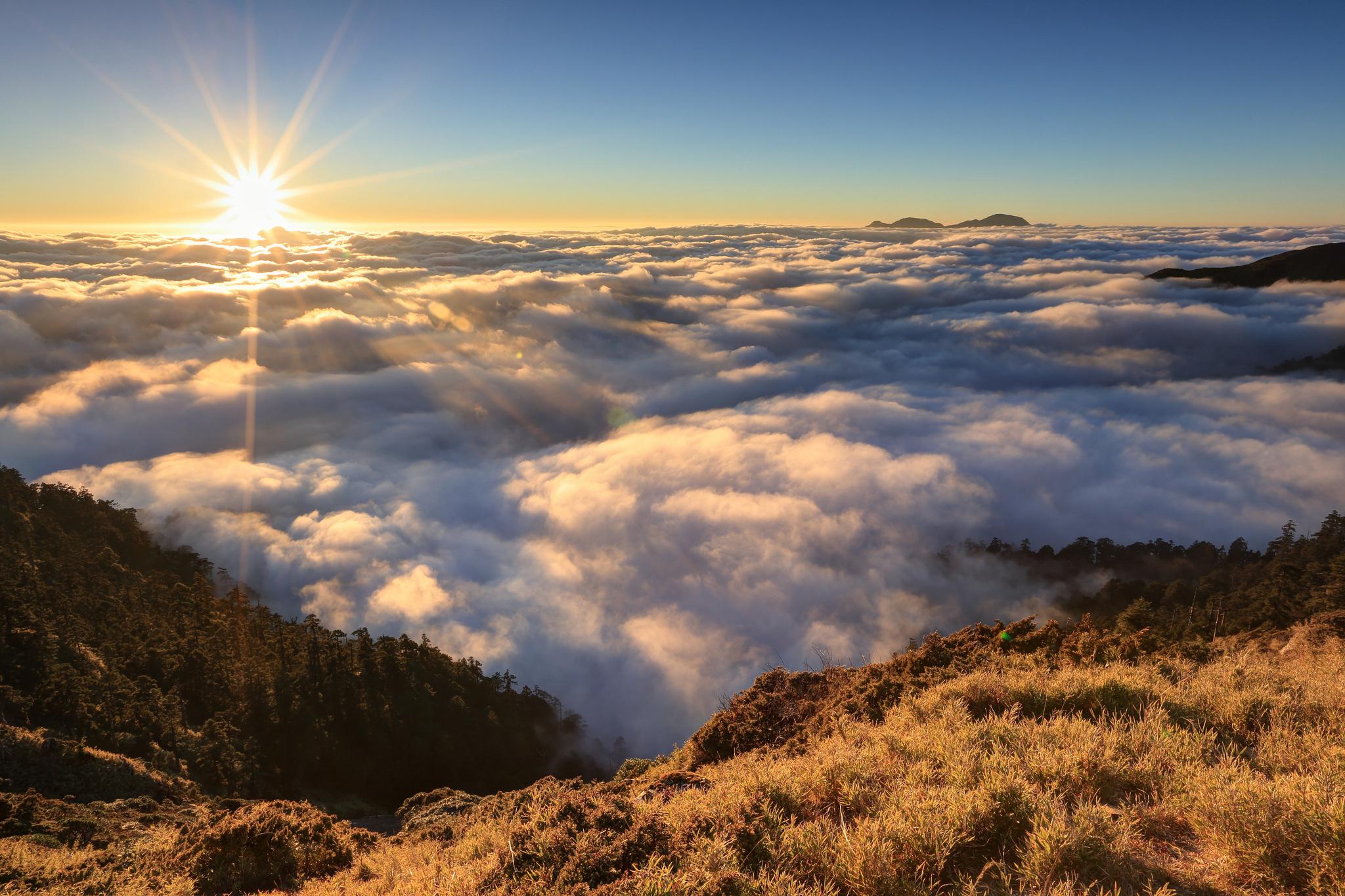 Картинка: Солнце, закат, облака, горизонт, горы, пейзаж