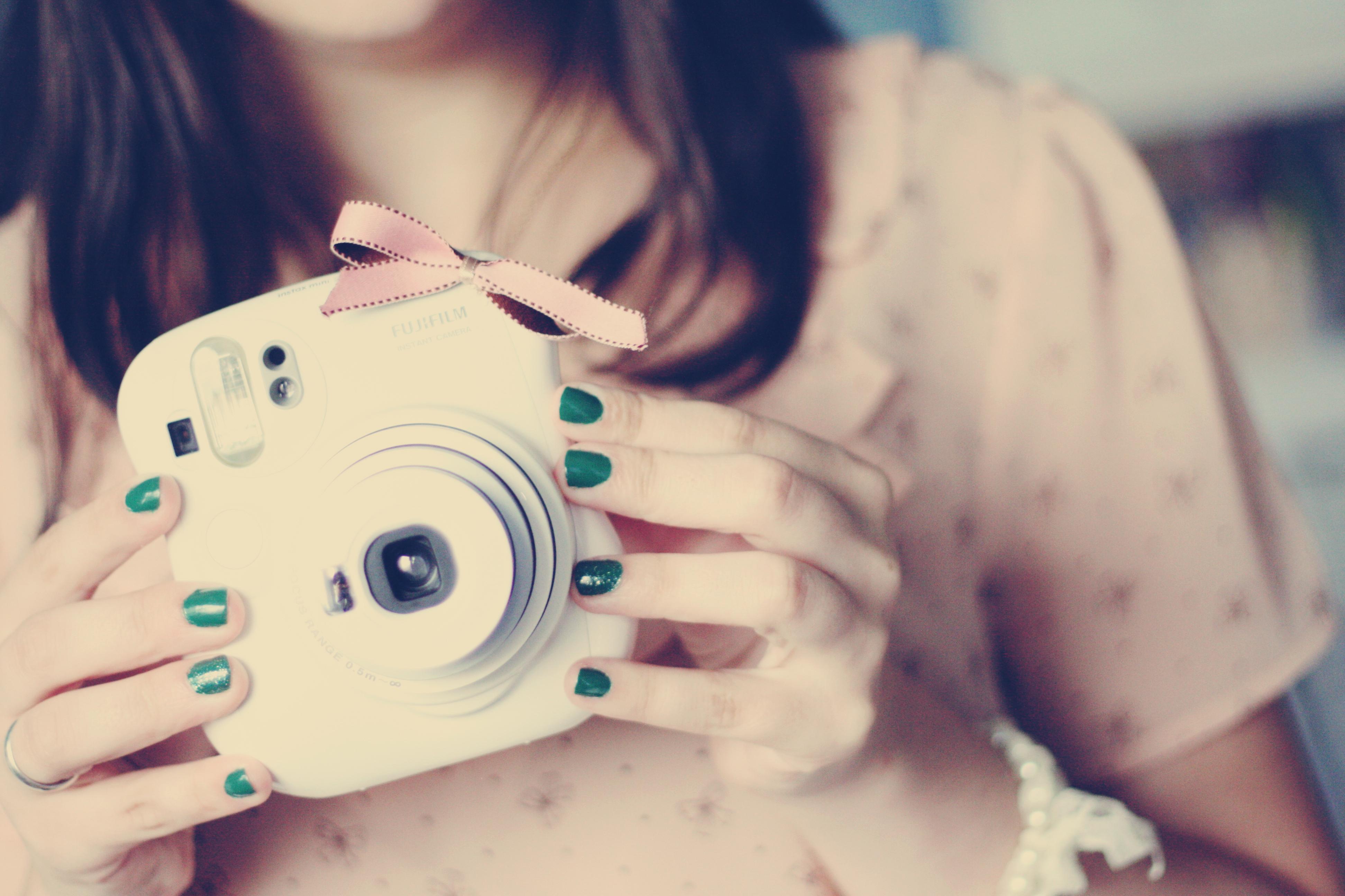 Картинка: Девушка, фотоаппарат, фото, маникюр