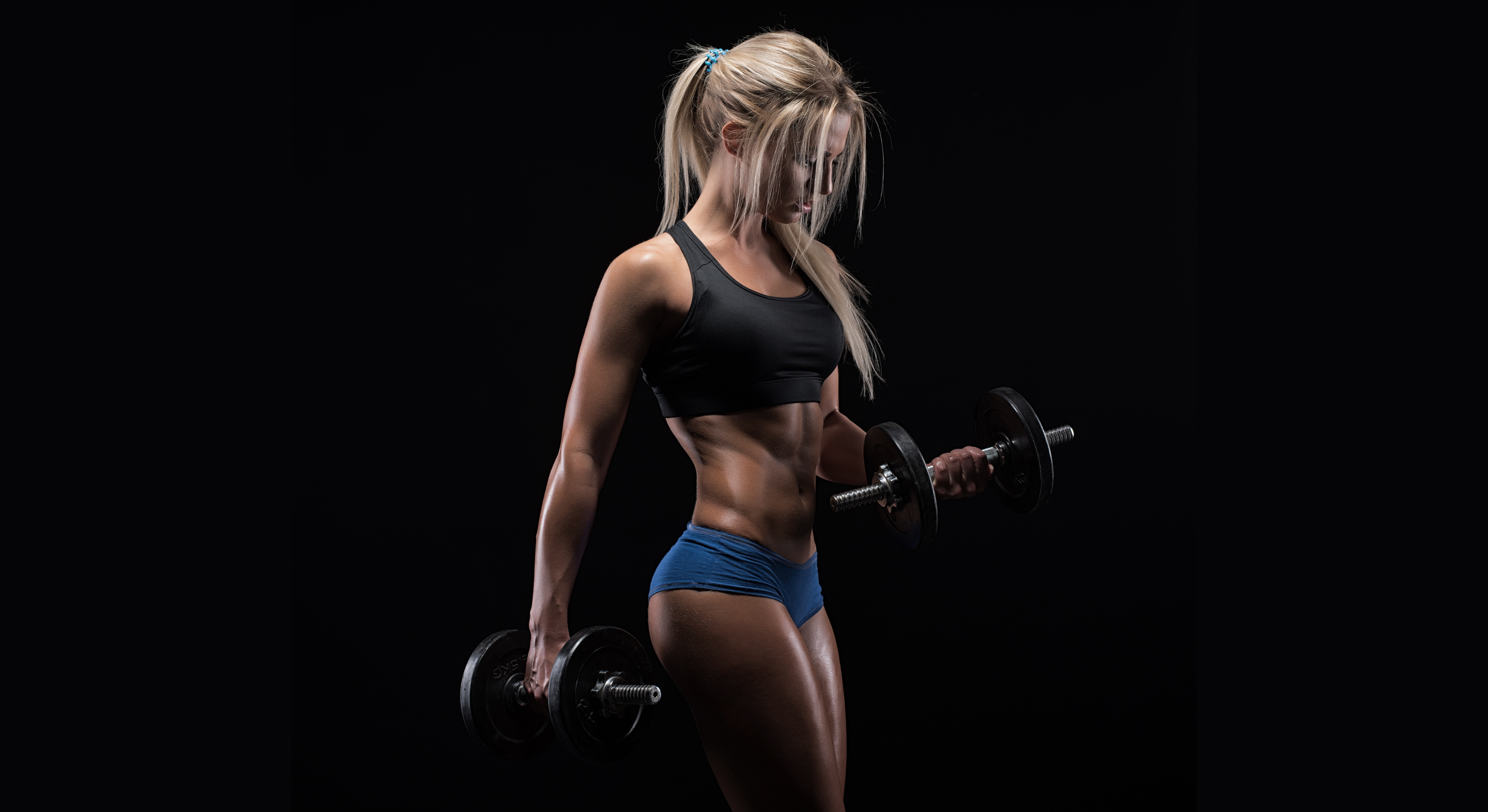 Картинка: Блондинка, спортсменка, фигура, гантели, качается, фитнес, бодибилдинг, девушка