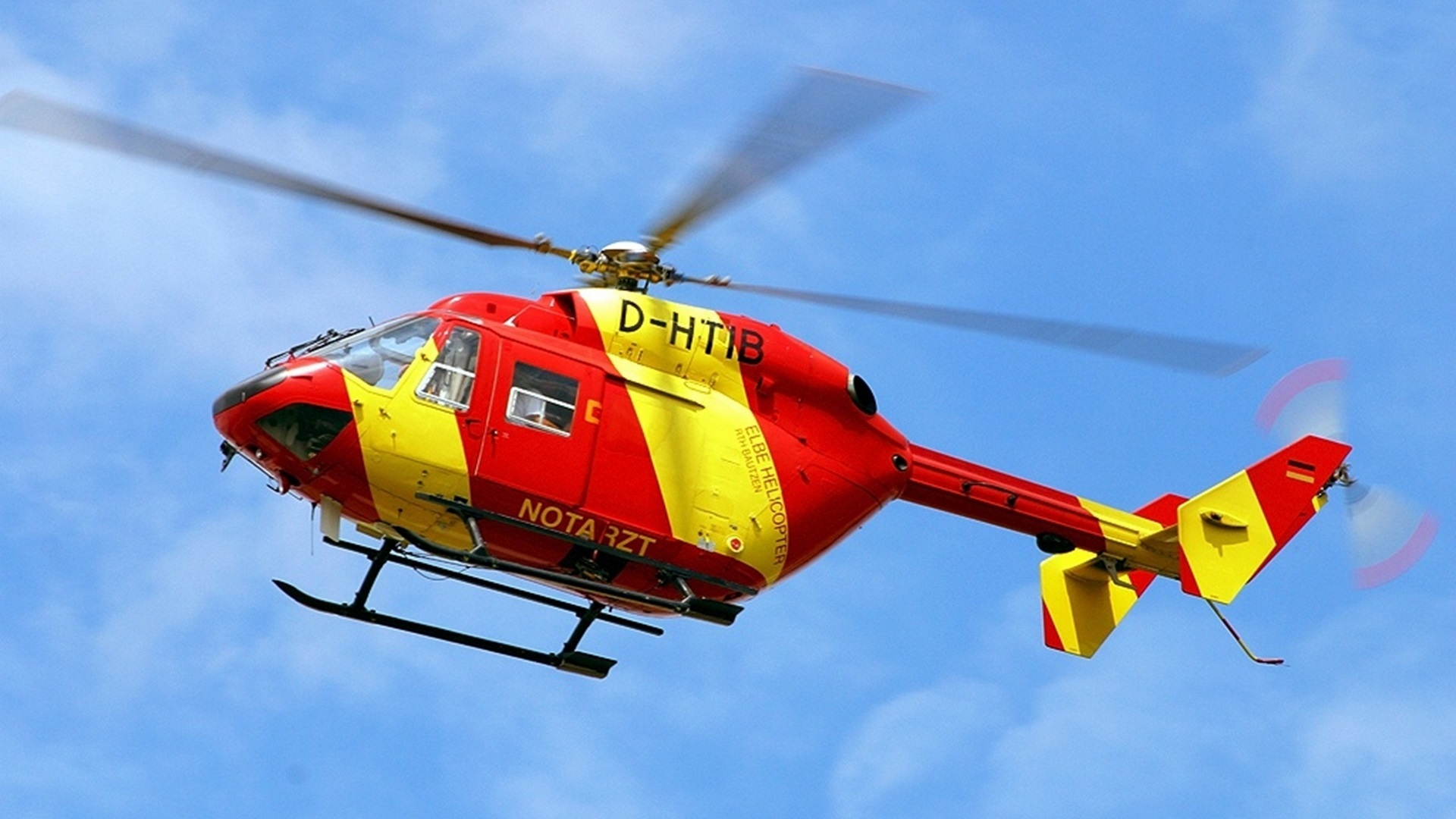 Картинка: Elbe helicopter, вертолёт, красный, жёлтый, винт, лопасти, летит, небо