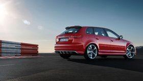 Картинка: Автомобиль, Audi, rs3, красная, трасса, лучи, небо, солнце