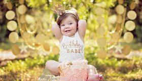 Картинка: Ребёнок, девочка, сидит, торт, праздник, корона, принцесса