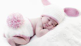 Картинка: Ребёнок, спит, младенец, одеяло, узоры, кролик, шапка, ушки, хвостик