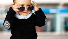 Картинка: Мальчишка, стиль, очки, улыбка, настроение, кофта