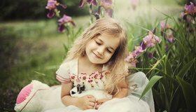 Картинка: Девочка, платье, держит, кролик, зелень, природа, настроение
