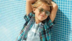 Картинка: Мальчик, очки, лицо, рубашка, улыбка, настроение, лето, солнце, тень