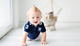 Картинка: Ребёнок, мальчик, ползёт, причёска, улыбается, корабль