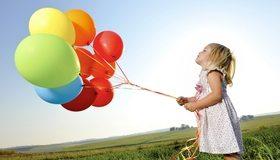 Картинка: Девочка, воздушные шары, платье, поле, трава, небо