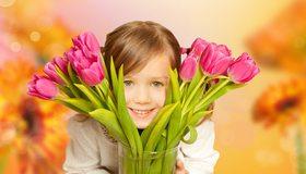 Картинка: Девочка, взгляд, улыбка, тюльпаны, цветы