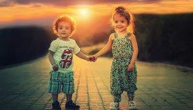 Картинка: Мальчик, девочка, дети, дружба, улыбка, настроение, двое, закат