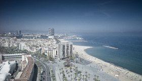 Картинка: Испания, город, Barcelona, панорама, пляж, море, порт, дороги, дома, выcотки, горизонт, небо