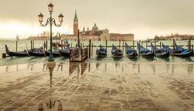 Картинка: Венеция, Италия, здания, фонарный столб, отражение, пристань, гондола, лодка, вода