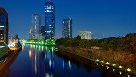 Картинка: Ночь, город, Осака, Япония, высотки, небоскрёб, река, канал, деревья, огни