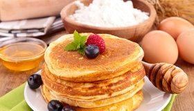 Картинка: Блины, мёд, черника, малина, ягоды, яйца, масленица