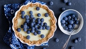 Картинка: Черника, ягоды, еда, ложка, тарелка, пирог
