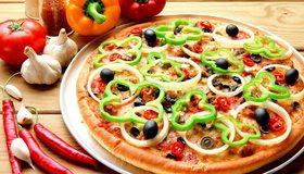 Картинка: Пицца, перец, оливки, лук, жгучий перец, чеснок, помидор