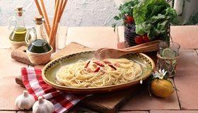 Картинка: Спагетти, перец, зелень, чеснок, масло, лимон