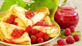 Картинка: Вкусно, варенье, малина, ягоды, блины, зелень