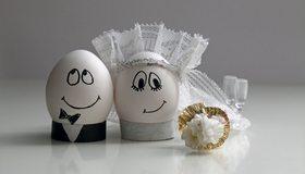 Картинка: Яйца, жених, невеста, свадьба, букет, фата, фужеры, мордашки, юмор