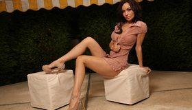 Картинка: Adrienne Levai, модель, красивая, брюнетка, поза, ножки