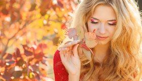 Картинка: Девушка, блондинка, макияж, ресницы, лицо, осень, листва