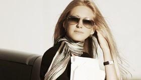 Картинка: Блондинка, леди, девушка, стиль, часы, волосы, очки, шарф, бумага